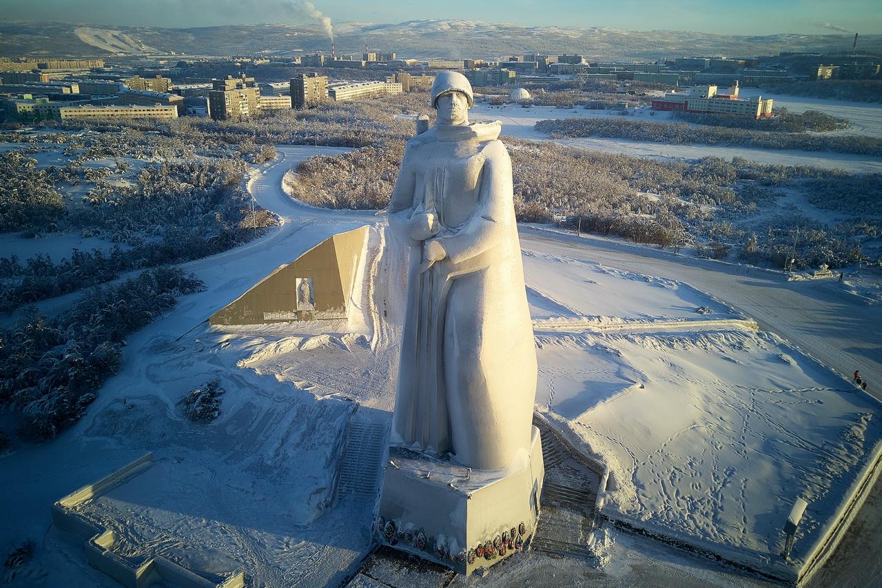 """Мурманск, памятник """"Алеша"""""""